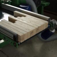Több tagú gépcsalád a kis asztalos üzemi mérettől a nagyipari berendezésig.