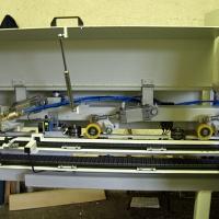 Klasszikus, nagy értékű intarzia parketta gyártó gépsor fűrésszel és táblásítóval.